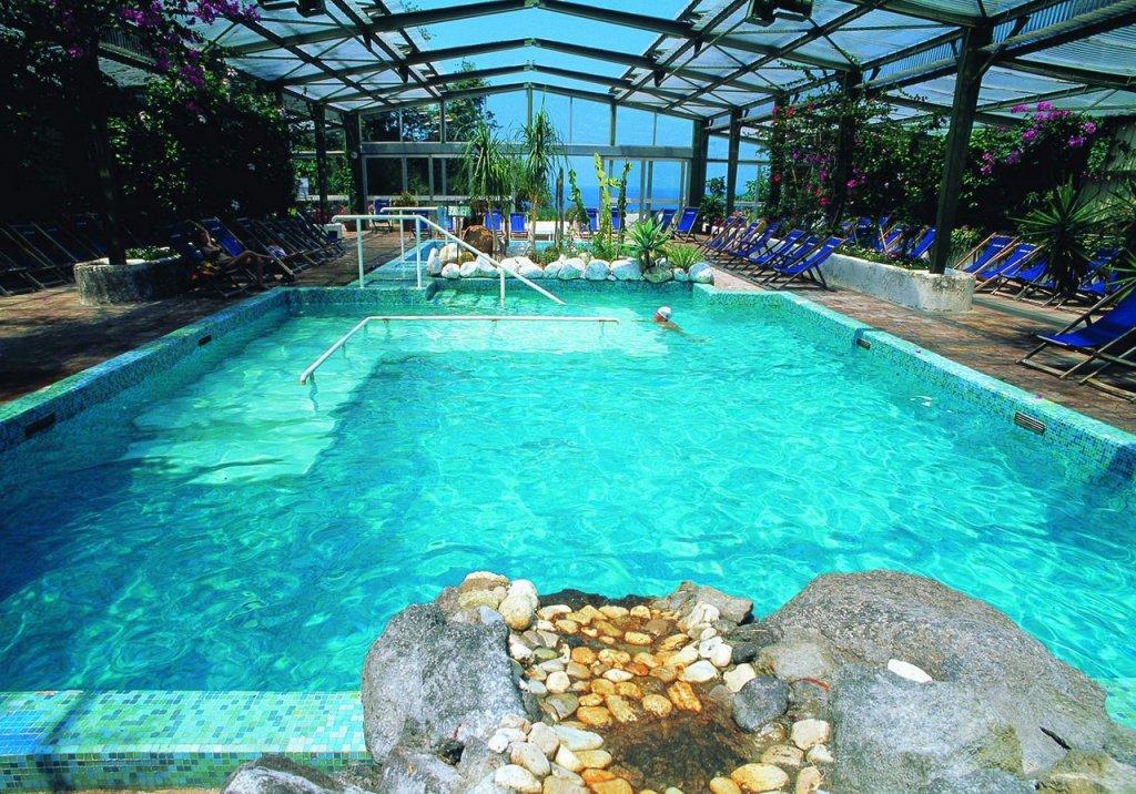 Visit ischia foto gallery parco termale castiglione for Piani lussuosi con piscina coperta