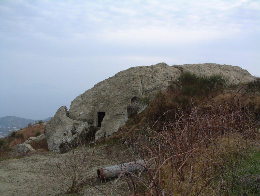 Visit ischia foto gallery pietra dell 39 acqua for Case di pietra davanti